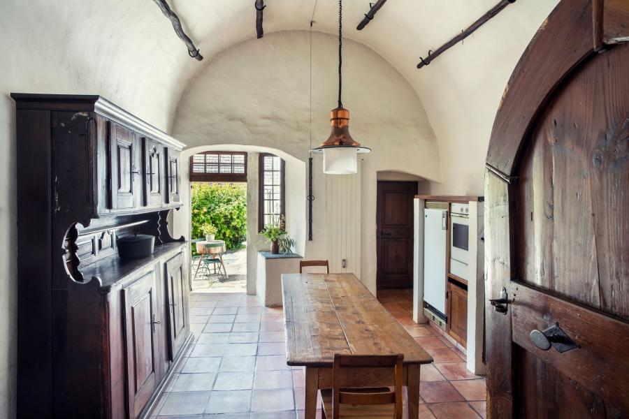 Die Wohnküche der Mühle Otelfingen, mit Blick in den Hof